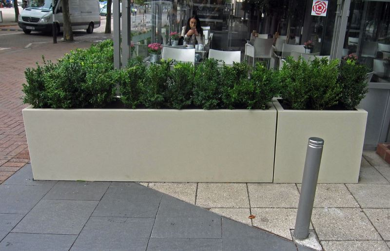 Crowne Plaza London Docklands exterior landscaping by Office Landscapes